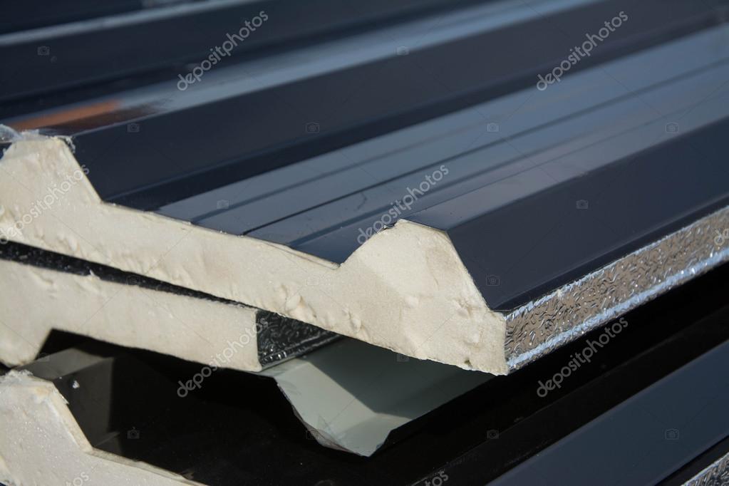 Bevorzugt Schwarzes Blech Dach mit Isolierung unter Blech befestigt FH42