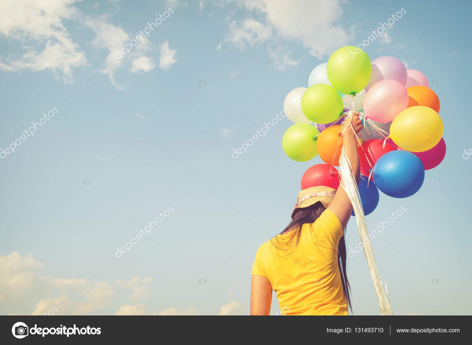Donna con palloncini colorati foto stock jakkapan - Immagine con palloncini ...