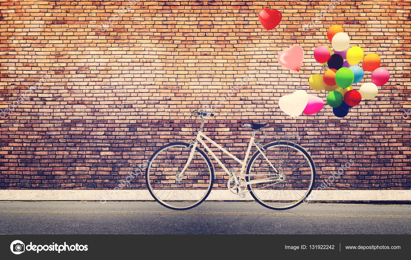 Kalp Balon Bisiklet Mahsul Stok Foto Jakkapan 131922242