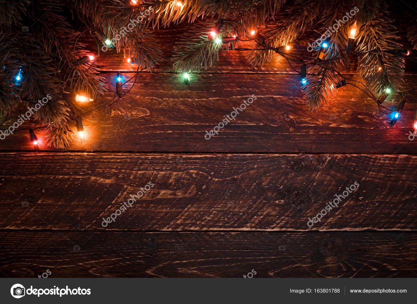3d92a6a09de Árbol de Navidad y luces de colores bombilla — Fotos de Stock ...