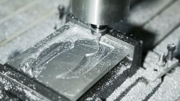 Close-up: Miller Cutting Aluminum