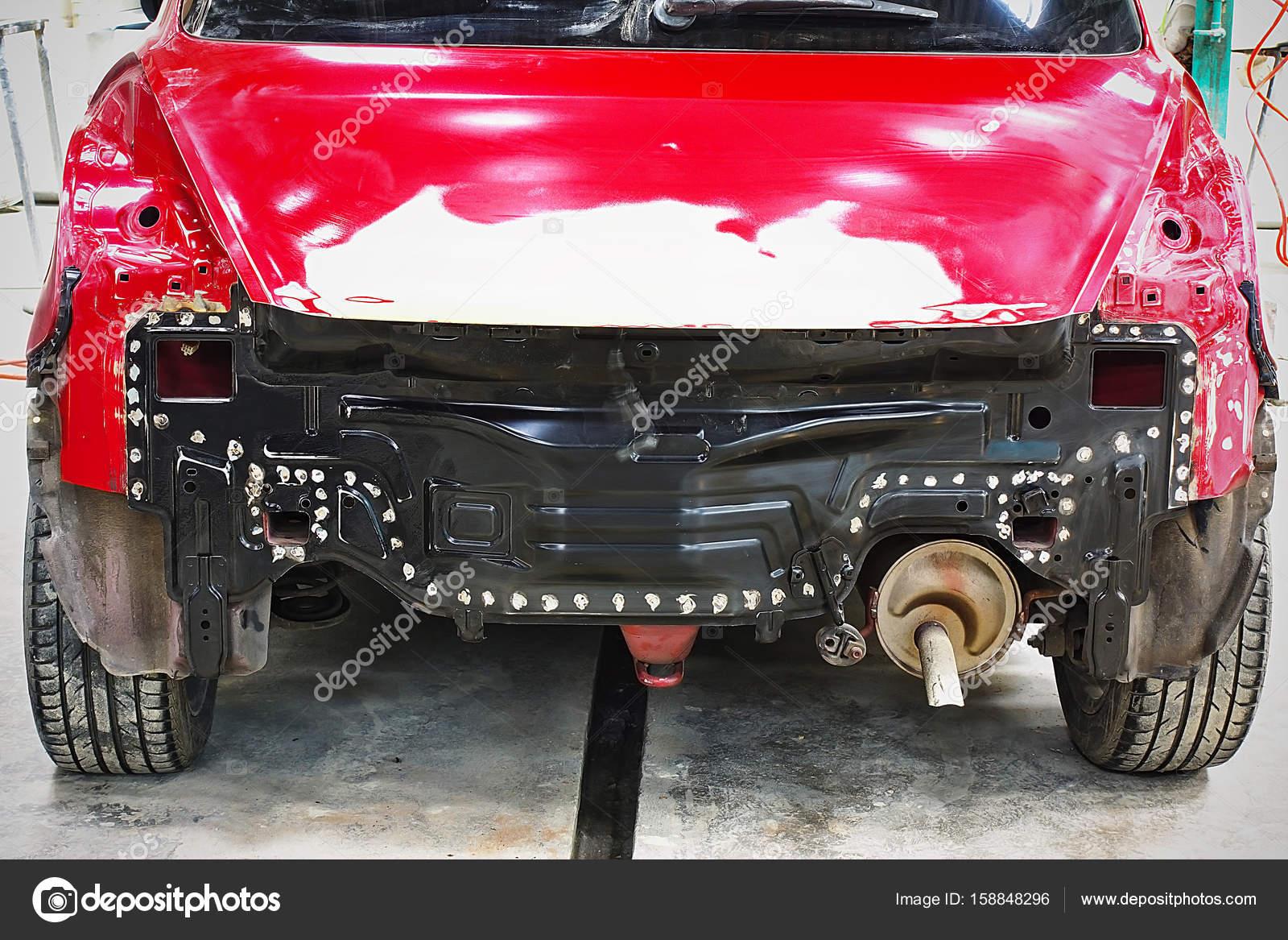 Garage Auto Arbeit Auto Reparatur Körperfarbe nach dem Unfall ...