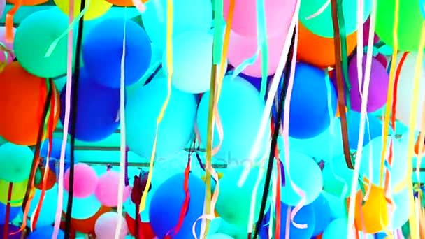 hd super langsam bunte Luftballons mit Bändern
