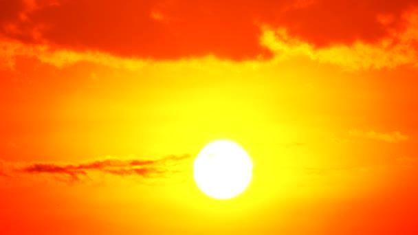 4k západ slunce soumrak oranžová žlutá obloha modrá krásná fialová příroda pozadí