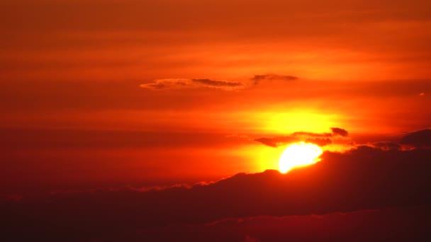 Západ slunce obloha oranžová obloha červená oblak venkovní léto příroda backgound západ slunce nad mořem