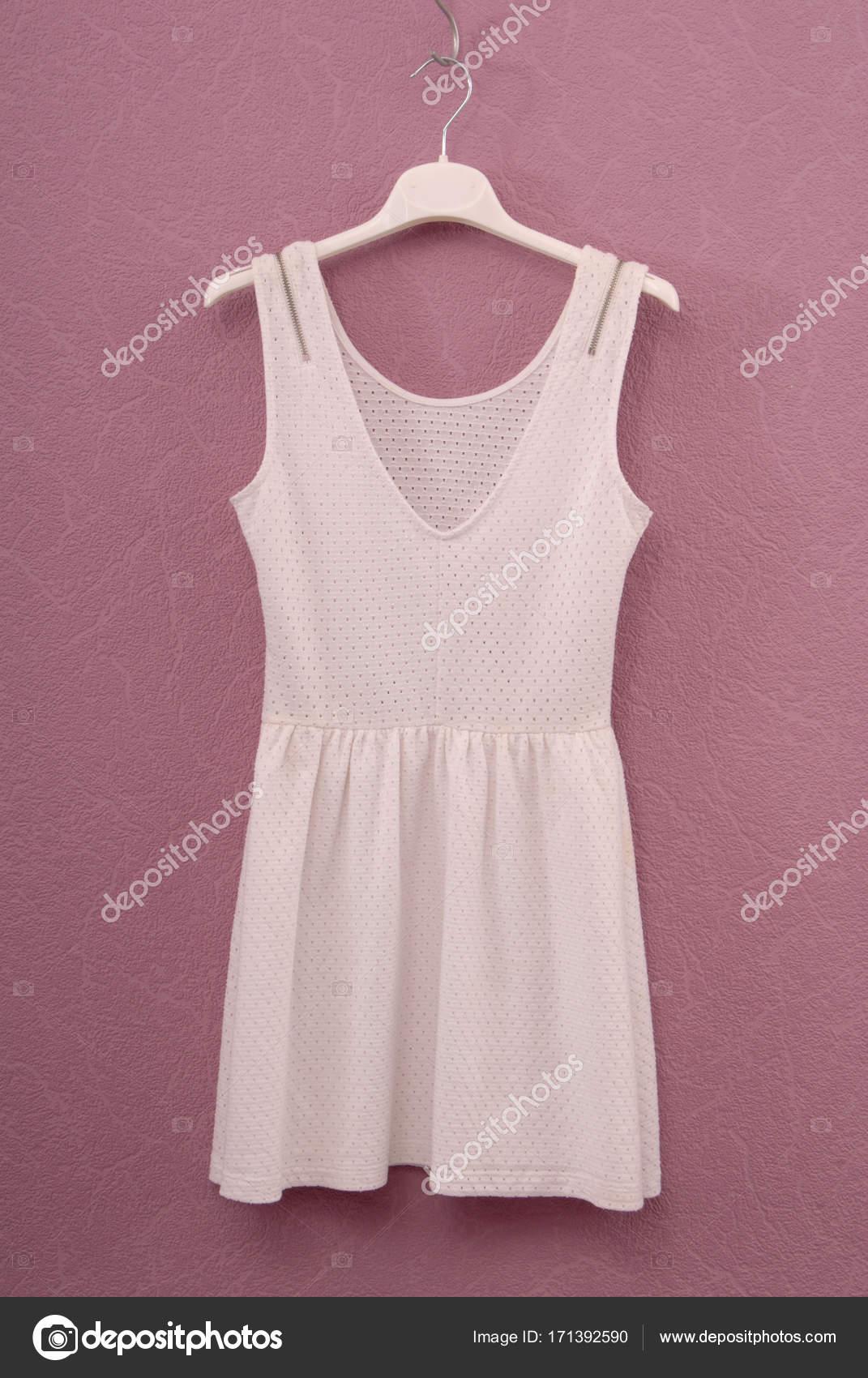 4d017aeb845b λευκό φόρεμα