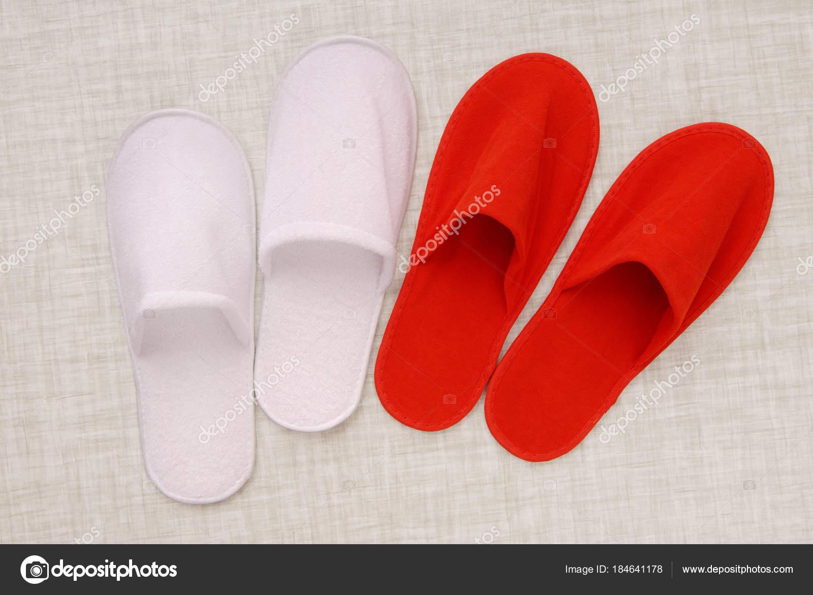 Scoprire sconto in vendita stili di grande varietà Pantofole rosse e bianche da pantofole hotel, rosso e bianco ...