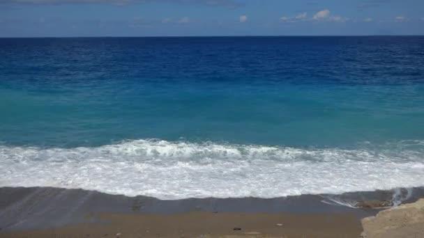tengeri hullámok tengerpart