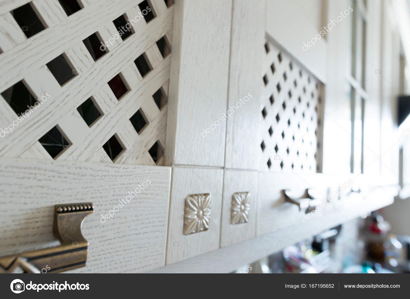 Schrank Tür Retro-Stil in der Küche — Stockfoto © evpv ...