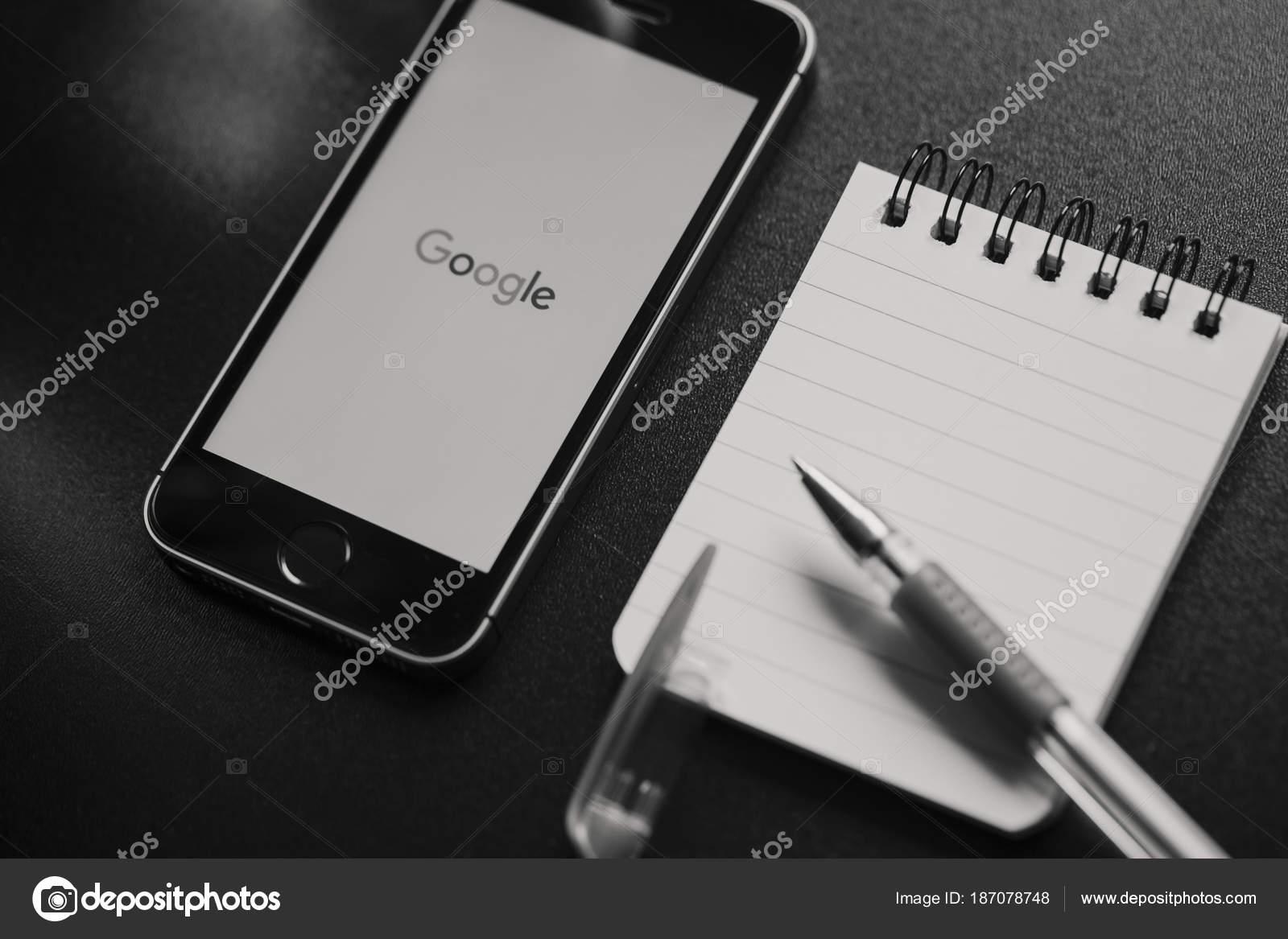 Malaga espagne 6 mars 2018 : image noir et blanc google app dans