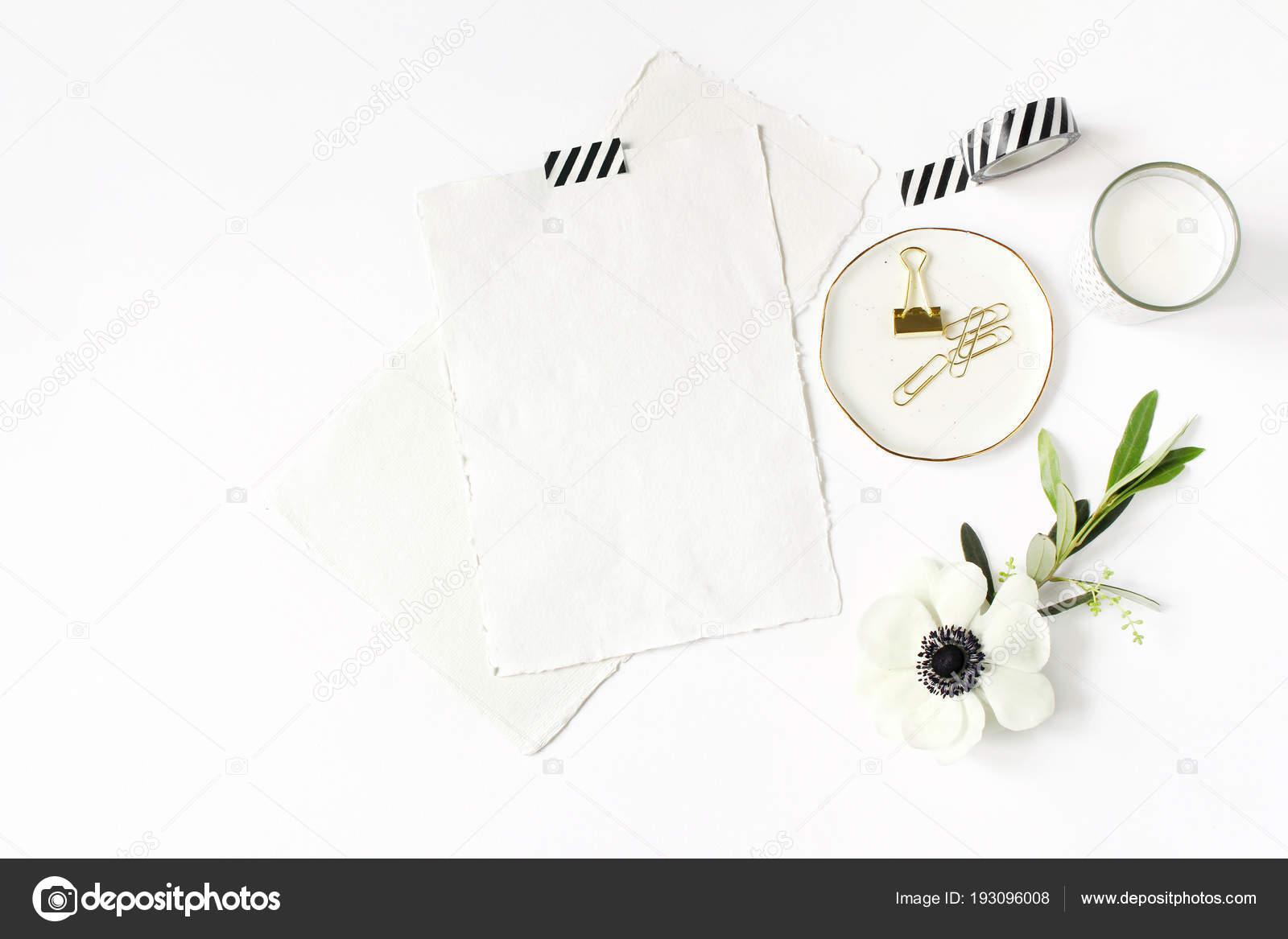 Auguri Matrimonio Laico : Matrimonio scena di compleanno desktop mock up. cartoline dauguri