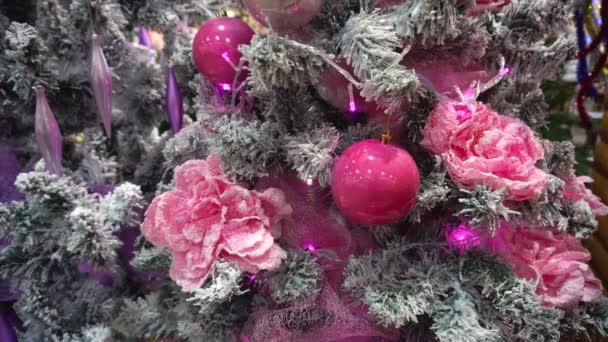 A karácsonyfa, a design rózsaszín játék