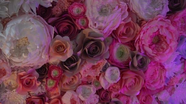 Decoratie van grote kunstbloemen — Stockvideo © mishelvermishel ...