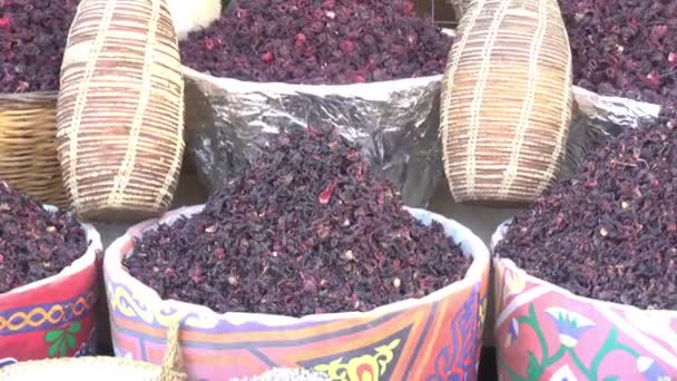 Hibiscus čaj v koších na trh