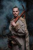 Fotografie Viking válečník s kuší a ax v lese