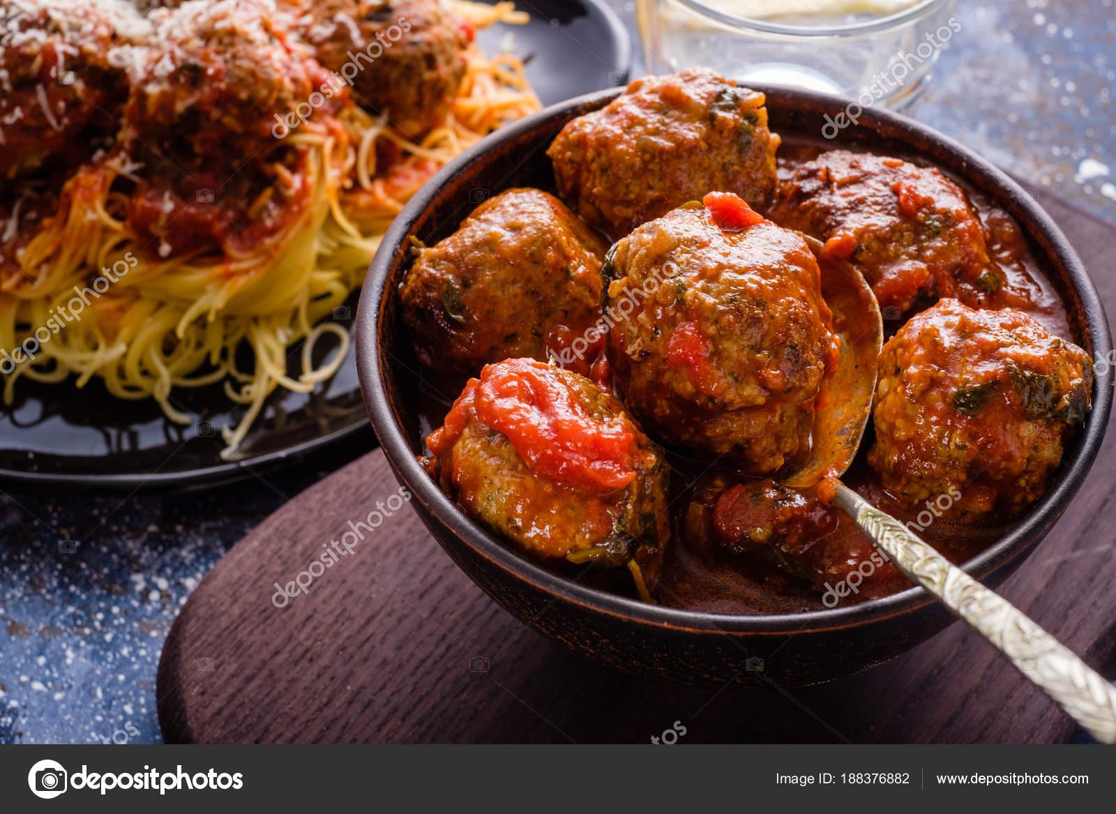 Albondigas caseras en salsa de tomate