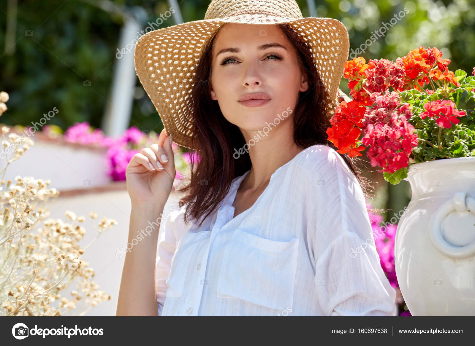 Beautiful women in a straw hat at the summer garden. — Stock Photo ... 5ece1d46e8a