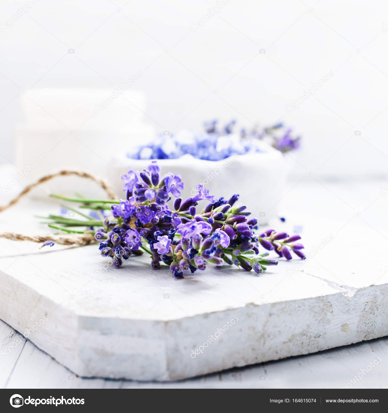 Zutaten Fur Lavendel Spa Stockfoto C Laroinovaolga 164615074