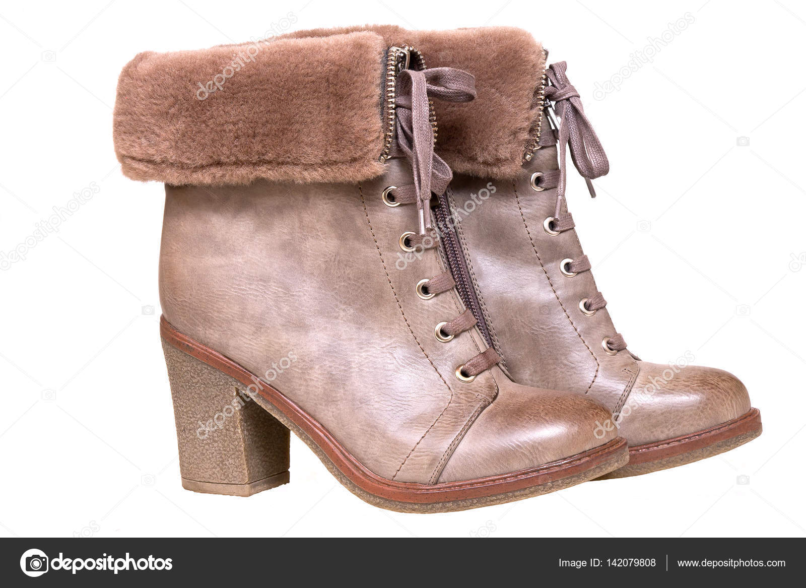 Schuhe für Damen. Braune Winterstiefel auf weißem Hintergrund — Stockfoto 252732e185