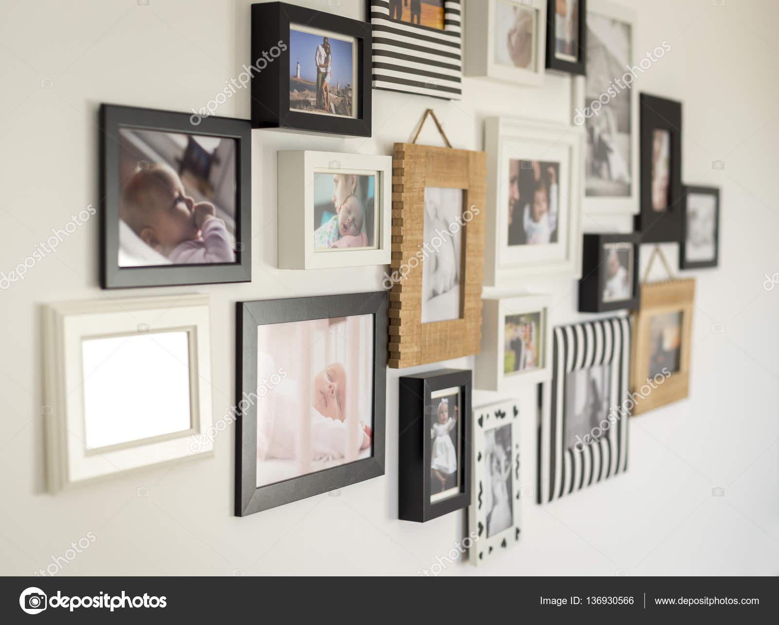 Fotos de la familia en diversos marcos — Foto de stock © Ondrooo ...