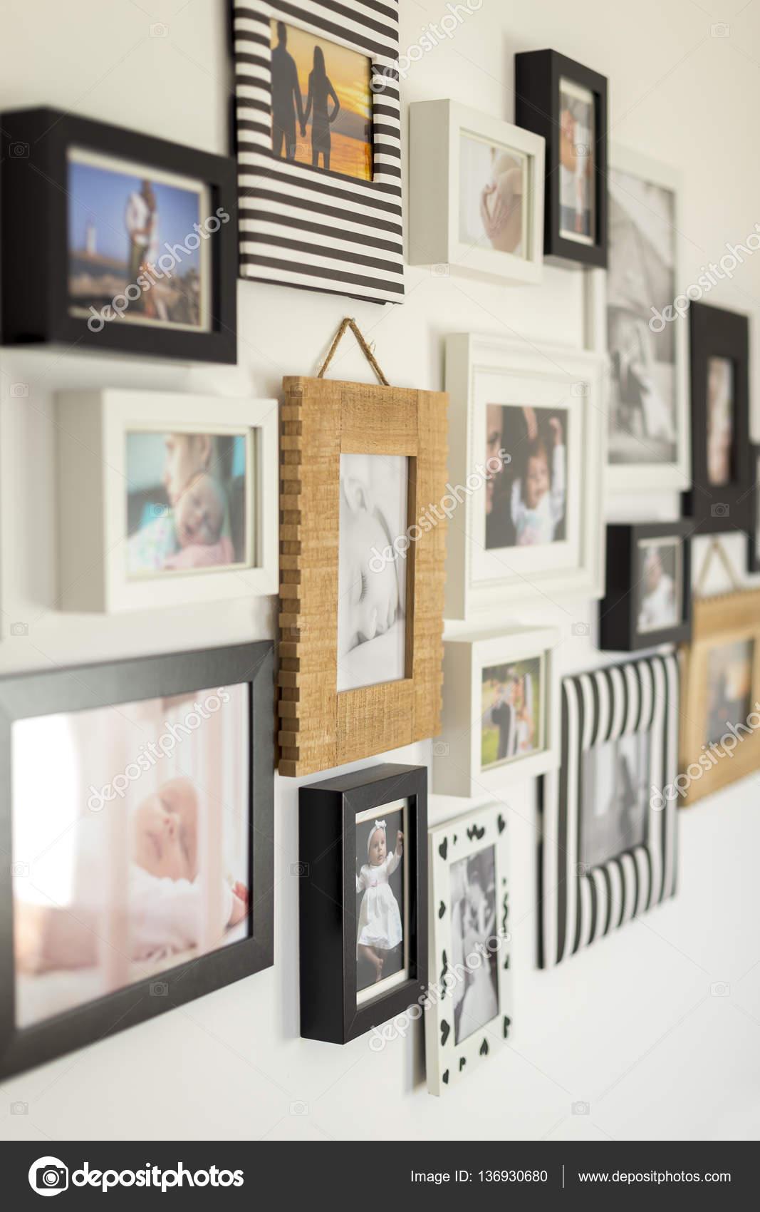 Fotos de la familia en diversos marcos — Fotos de Stock © Ondrooo ...