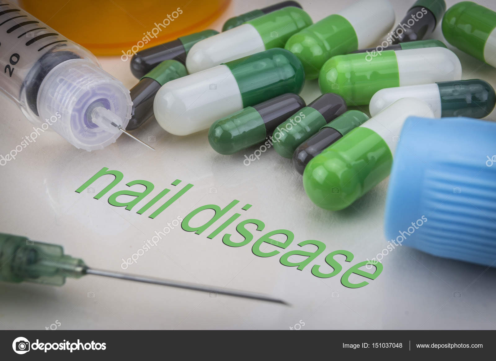 Enfermedad, medicamentos y jeringas de uñas como concepto de trea ...