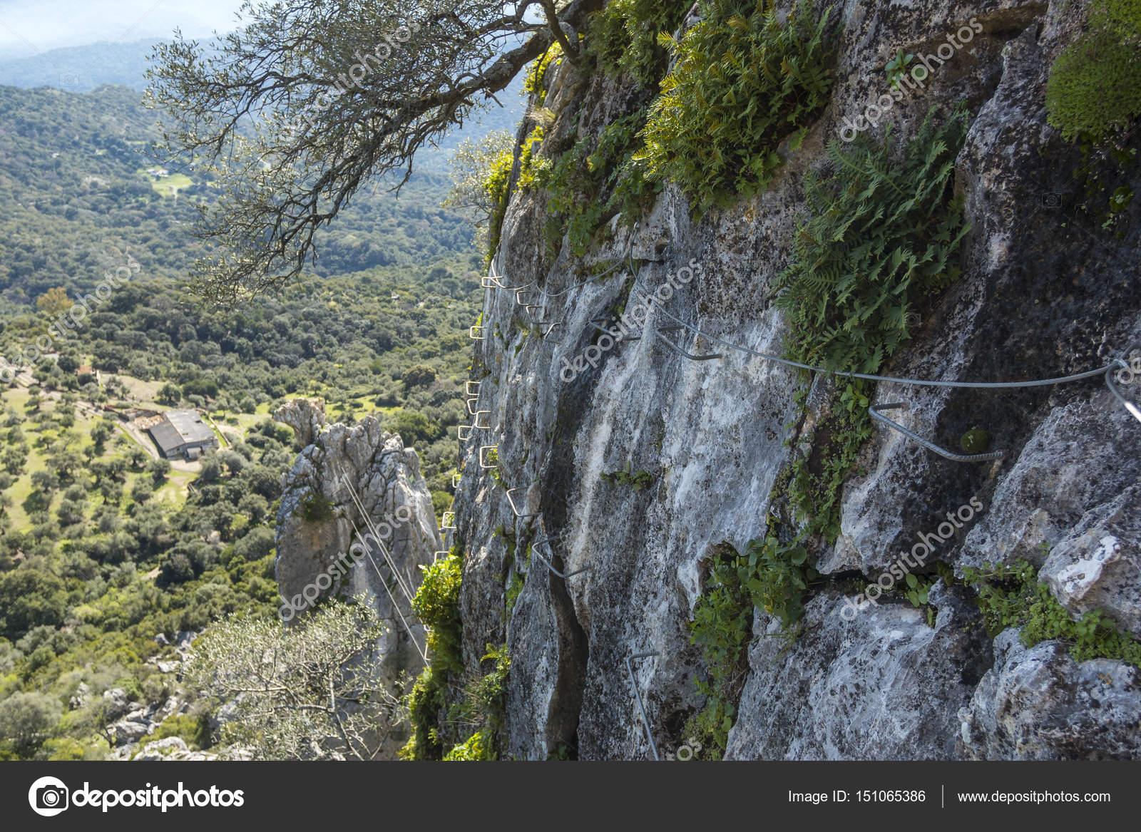 Kletterausrüstung Klettersteig : Kletterausrüstung klettersteig auf schöne landschaft u stockfoto