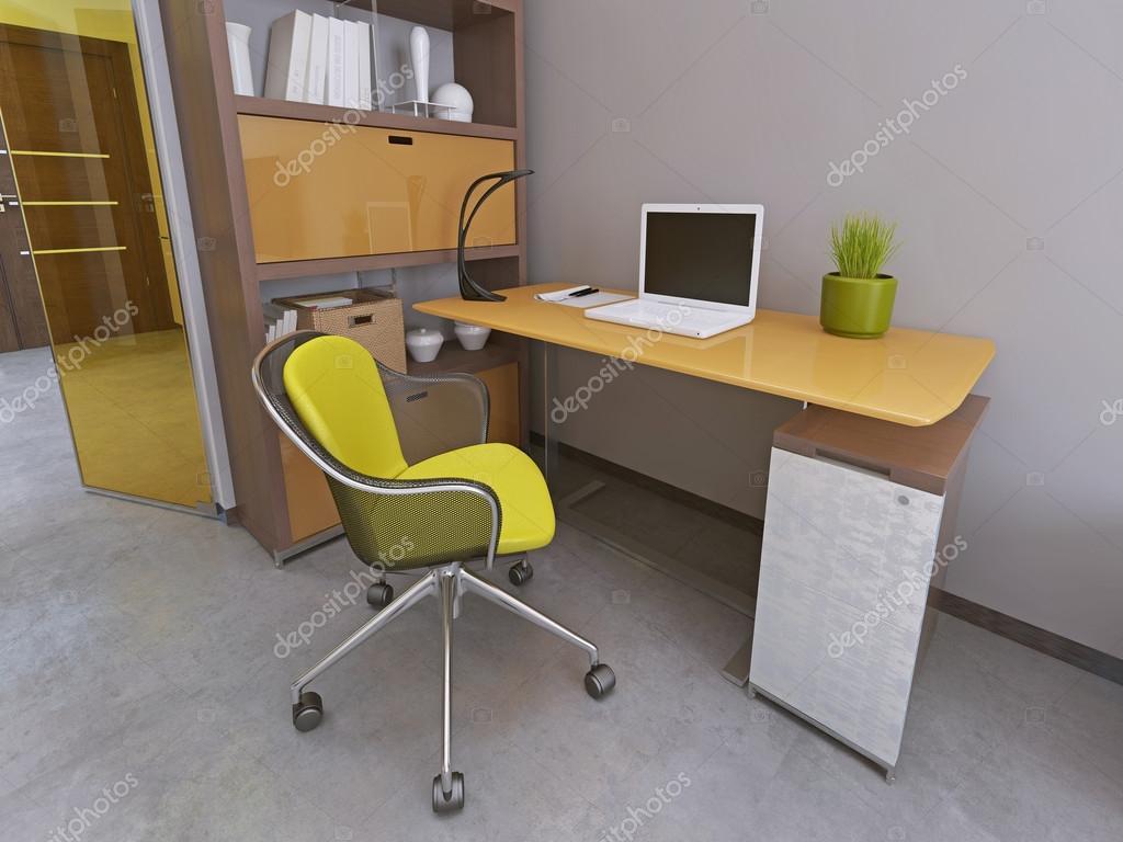 Bureau en een stoel in het moderne woonkamer u stockfoto