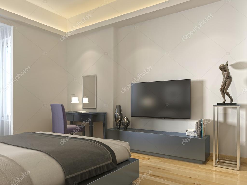 Moderne tv unit en een bureau en een stoel in de woonkamer