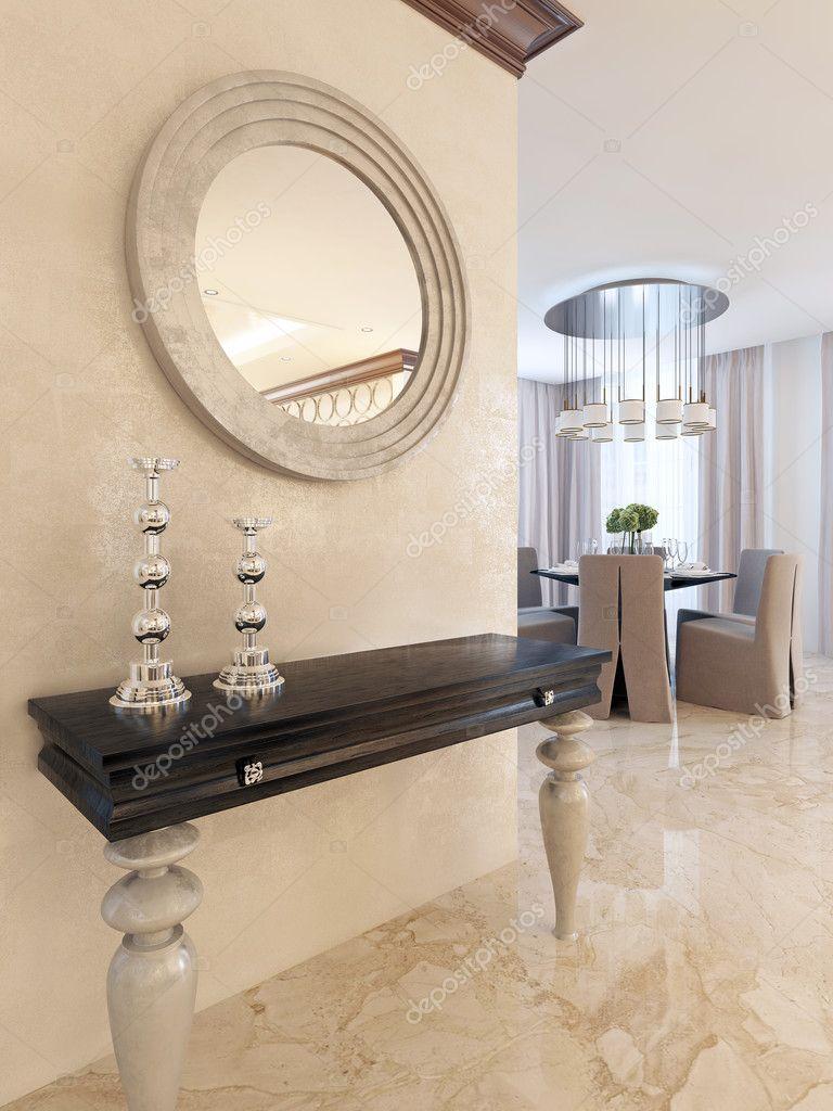 Consolle con specchio sulla parete nella zona pranzo, in stile ...