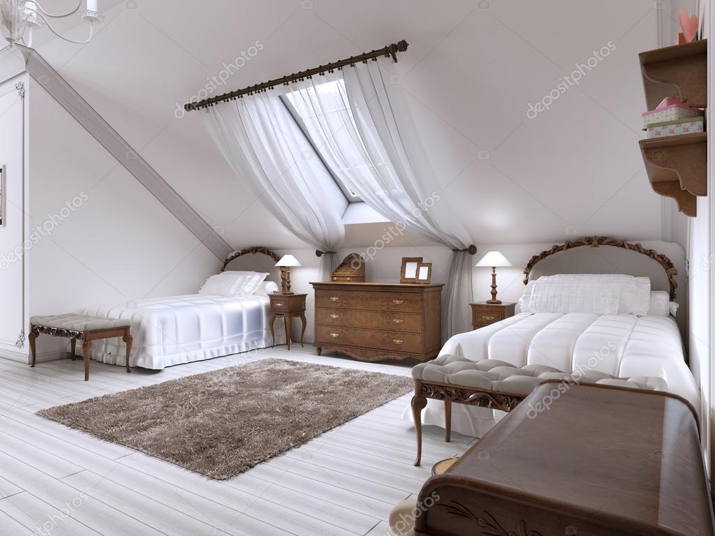 Bed Voor Kinderkamer.Luxe Kinderkamer Met Twee Bedden En Een Dakvenster Stockfoto
