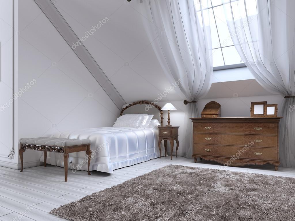 Nachtkastje Kinderkamer Afbeeldingen : Luxe klassieke bed in de kinderkamer met bruin bakken en bed