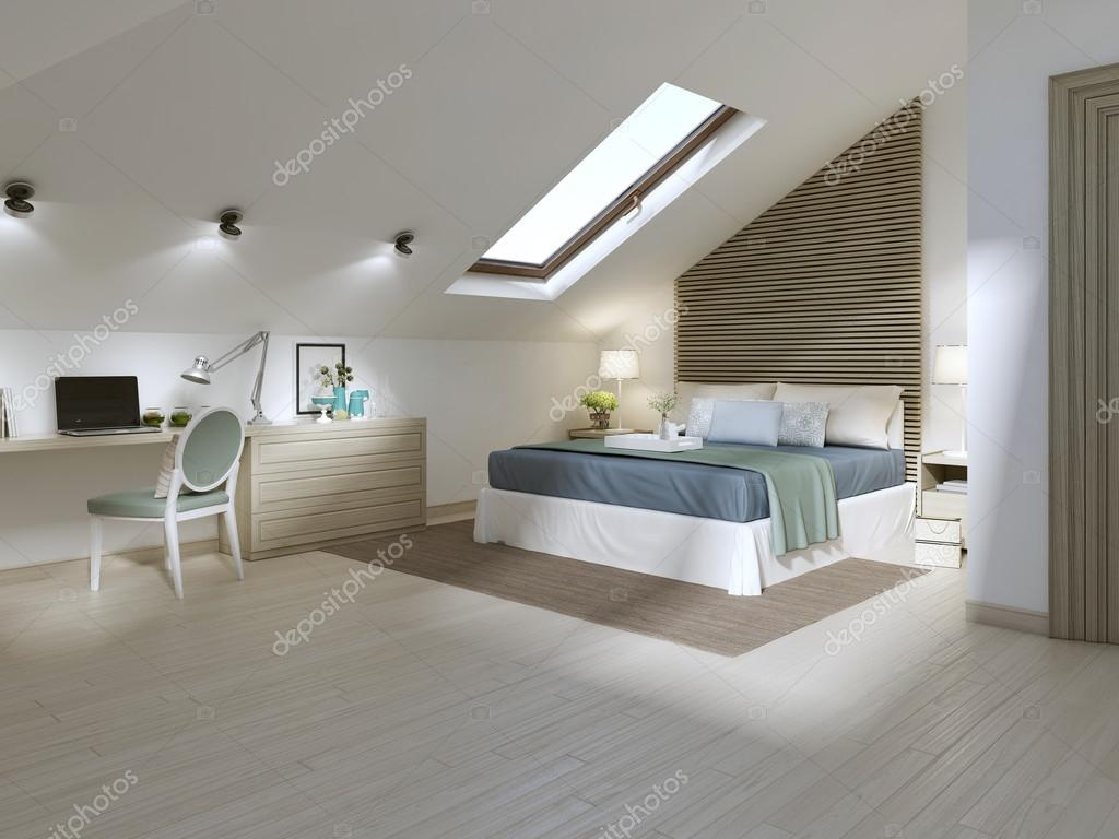 Grote slaapkamer op de zolder verdieping in een moderne stijl stockfoto kuprin33 128166292 - Zimmerdecken ideen ...