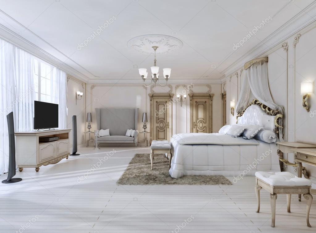 Luxuriöses Schlafzimmer in weißen Farben im klassischen Stil ...