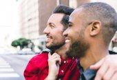 Fotografie Gay pár v městě