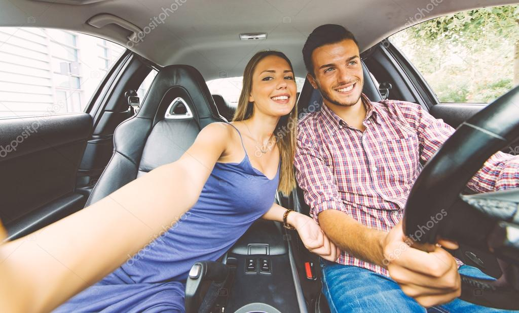 Paar Nehmen Selfie In Auto Stockfoto C Oneinchpunch 128057988