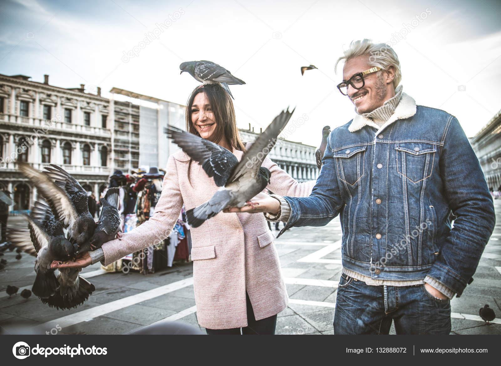 Pareja visitando la Plaza de San Marcos, Venecia — Fotos de Stock ...