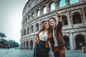 Pár v Colosseum, Řím
