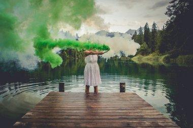 """Картина, постер, плакат, фотообои """"художественный портрет с женщиной, использующей дымовые шашки """", артикул 168604822"""