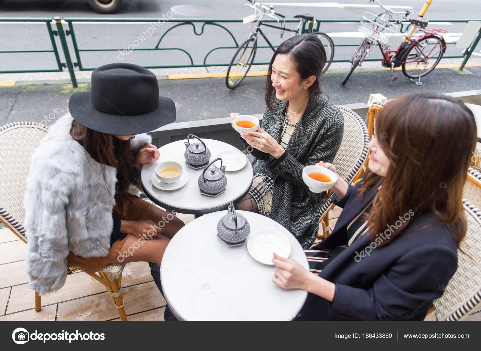 Treffen von Frauen in Tokio