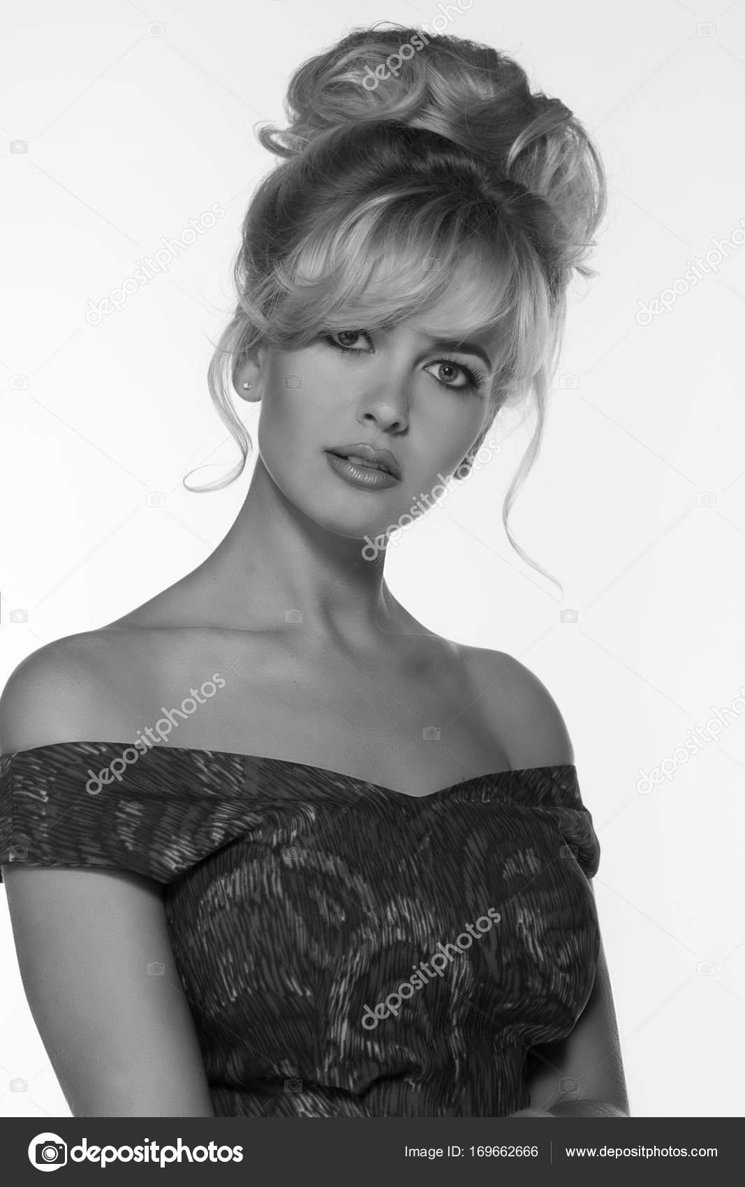 Portret Piękne Blond Kobieta Stylu Retro Sukienka Miejsce Vintage