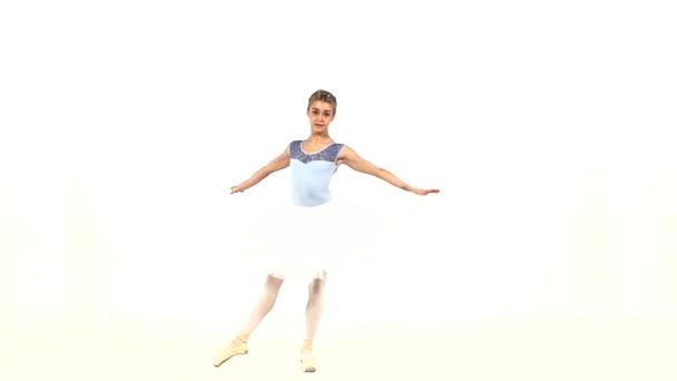 Balletttänzer posieren vor Studiohintergrund. Zeitlupe