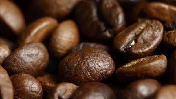 Kávová zrna pozadí. Zblízka. Rotační
