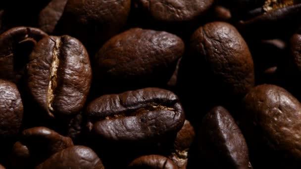 Aroma zrnkové kávy. Otáčení. Detailní záběr