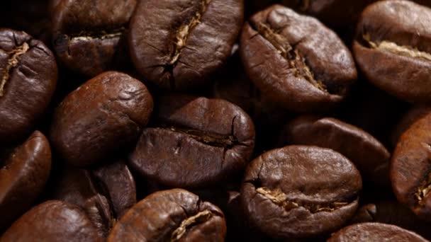 Kávová zrna. Zblízka. Rotační
