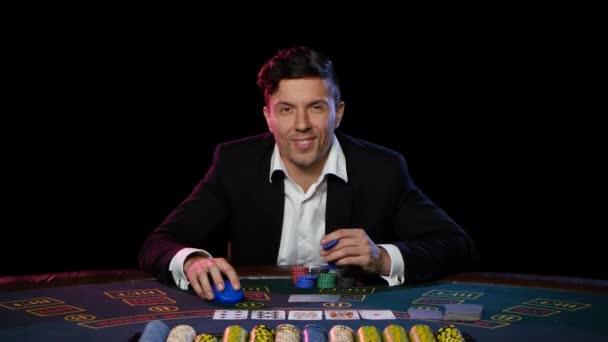Giocatore di poker online ha vinto al casinò. Chiuda in su