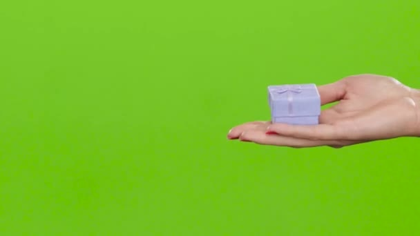 Prezentovat v malé krabičce ta dát ruce