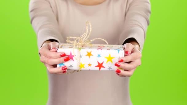 Világos és eredeti ajándék. Ajándék wrap a csillagok
