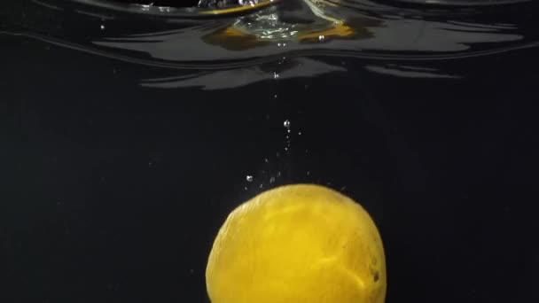 citron a vody splash v slowmotion