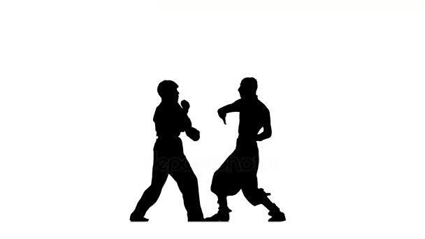 Bitva figurovat v karate a ninja boj postoj silueta na bílé